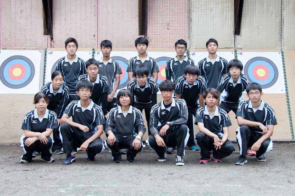 23-1-02アーチェリー部(写真).jpg